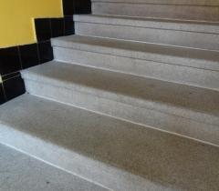 Vyčištěné žulové schody