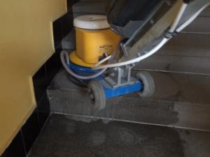 07_žulový_schod_čištění_1