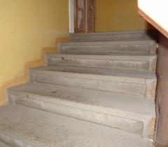 Žulové schody před vyčištěním