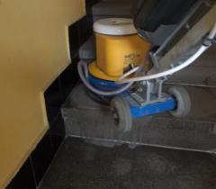 Čištění žulových schodů