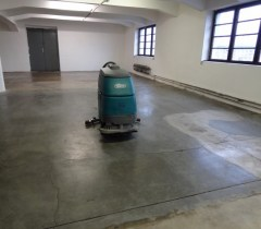 Čištění betonu skladová hala
