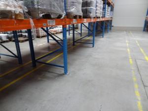 Vyčištěná betonová podlaha