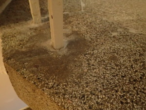 Špinavé terrazzo - zbytky cementu