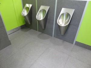 ZOO toalety po vyčištění močového kamene