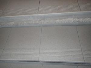 Vyčištěná keramická dlažba