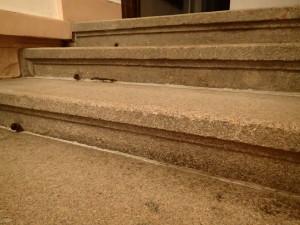 Dokonale vyčištěný povrch schodu