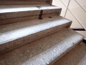 Mastné žulové schody