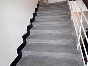 Původní stav žulových schodu