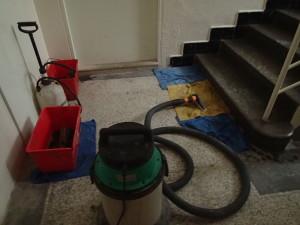 Čistění žulových schodu