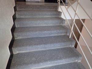 Vyčištěné schody před oklepávánim