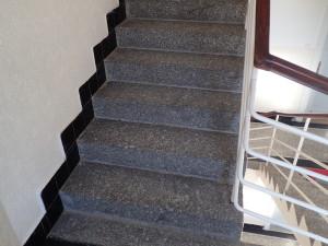 Vyčištěné schody na pudu