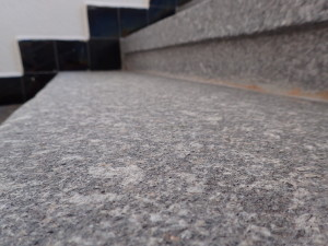 Žulové schody po vyčištění