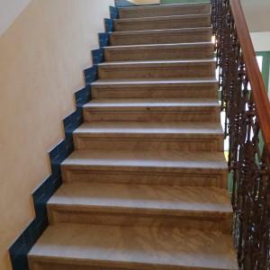 Žulové schodiště po vyčištění